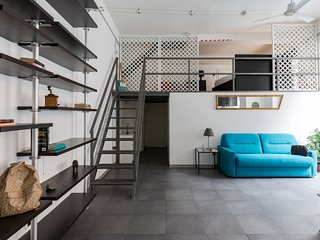 Trevi Fontain Modern Loft Apartment