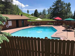 Steamboat Townhome w/ Spa & Pool by Shuttle!