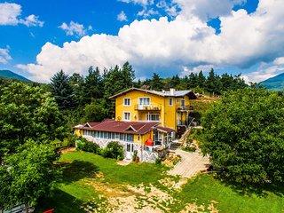 Traditional Mountain Villa Close To Spa Camping