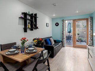 Modern West Kensington Apartment - VIG