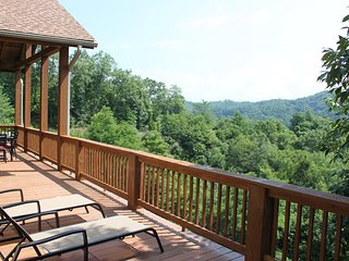 Breathtaking Luxury Mountain Condo in Smoky Mountain Country Club