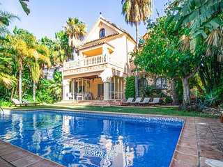 Beautiful home in Marbella w/ Outdoor swimming pool, WiFi and 6 Bedrooms