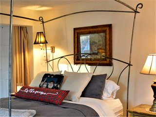 The 'Sweet Suite' at Peabody's 'Hip Little Stay' B&B