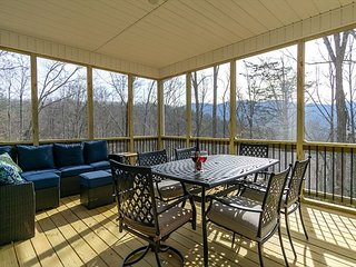 Leisure Lodge   New custom home   Mountains Views   15 mins to Asheville!