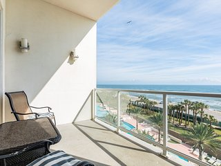 NEW LISTING! Cute condo w/ shared pool, waterslides, and gulf views