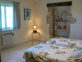 chambre à 2 lits au domaine de Geneviève des vignes à St. Martin de Gurson, près de St.Emilion