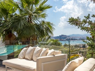Ubér Luxury Sea-View Villa - 3 mins to Talamanca Beach, Ibiza Port and Old Town