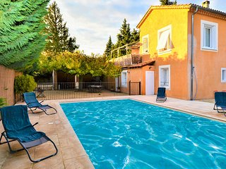 Beautiful home in Caumont sur Durance w/ Outdoor swimming pool and 2 Bedrooms (F