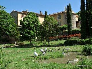 Une campagne en Provence gites avec 2 et 3 chambres studio et table d'hotes