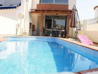 Casa con piscina privada y amarre