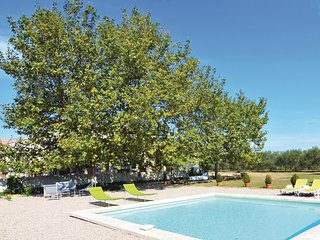 Awesome home in St. Gilles w/ WiFi, Outdoor swimming pool and 3 Bedrooms (FLG224