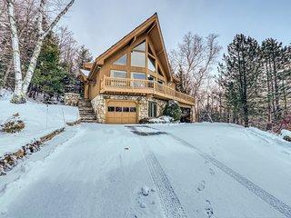 Three-story mountain home w/private hot tub, pool table, & mountain views