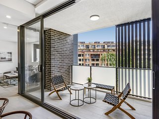 Contemporary unit next to Darling Harbour, CBD