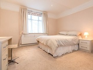 Excellent 3 Bedroom 3 Bathroom house in Hale, South Manchester,a great  location