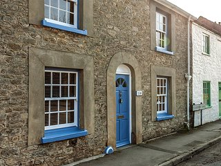 Cato Cottage, perfect for families, sleeps 6, garden, parking,easy walk to town.