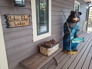 Water's Edge Lodge - Serene Northwoods Retreat