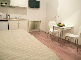 Quiet fully equipped room next to Old Town Square by easyBNB