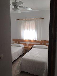 Apartamento situado en lugar tranquilo a 200 m de la playa .