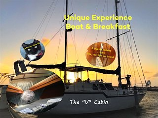 Boat & Breakfast in Aruba - The Forward Cabin - Be different sleep on the water!
