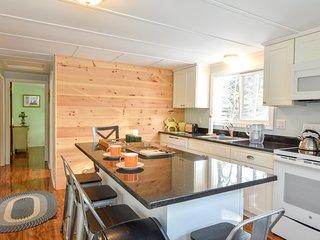 #449: Walk to Private Neighborhood Beach! Updated Kitchen, Dog Friendly!