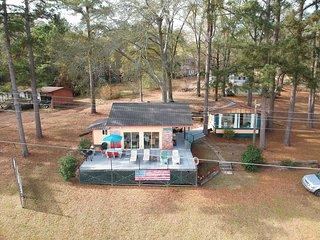 NEW! Lakeside Pleasure Island Cabin w/Deck & Grill