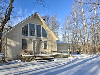 NEW! Lakes of the North House on Snowmobile Trail!