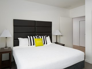 Exclusive Stay Alfred at Arapahoe Square
