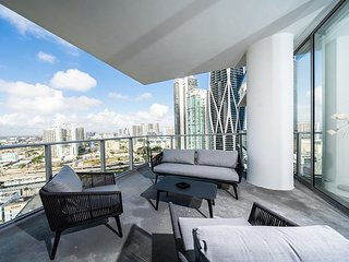 Paramount Miami – Brand New Fully Furnished Condo – The Place to Be in Miami