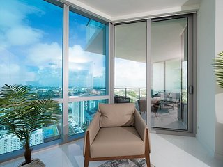 Paramount Miami – Professionally Decorated High-Rise Condo with Several Pools