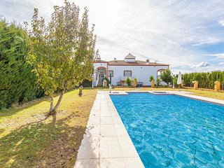 Beautiful home in Setenil Bodegas w/ Outdoor swimming pool and 4 Bedrooms (EAC48