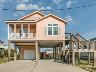 Lovely dog-friendly home steps from the beach - bring the whole family!