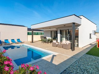 Stunning home in Peroj w/ WiFi, 2 Bedrooms and Outdoor swimming pool (CIF814)