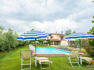 Casa Vacanze 'Villa Helvetia' con Piscina Privata e Servizio Spiaggia gratuito