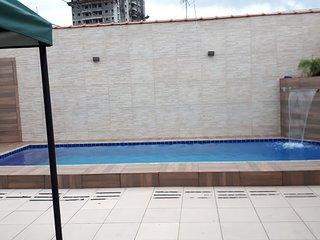 Casa de temporada com piscina e churrasqueira no bairro Guilhermina