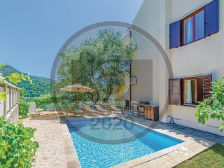 Awesome home in Slano w/ WiFi and 5 Bedrooms (CDD429)