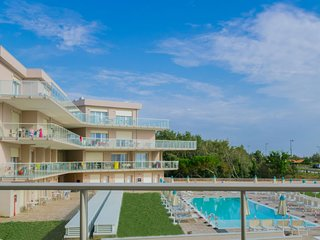 2 bedroom Apartment with Pool, Air Con and WiFi - 5823405