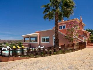 Arrochela Villa Sleeps 10 with Pool and Air Con - 5823418
