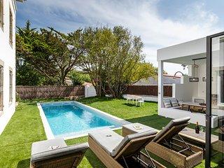Biarritz Villa Sleeps 10 with Pool - 5823423