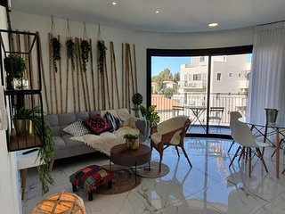 Exotic 2 BDR with balcony & amazing view in City Center- Even Israel
