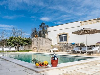Poggiardo Holiday Home Sleeps 7 with Pool and Air Con - 5823816