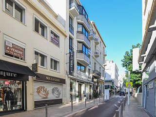 Beautiful home in Cannes with WiFi and 1 Bedrooms (FCA657)