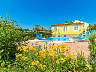 Awesome home in Pula w/ Outdoor swimming pool, WiFi and 3 Bedrooms (CIP624)