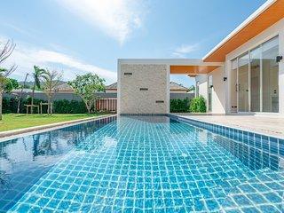 Signature Pool Villa 3 Minutes Drive to Nai Harn Beach with 4 Bedrooms