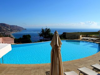Taormina Elite Apartment in center with pool and stunning view parking