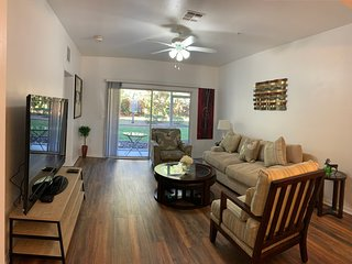 2 MASTER BEDROOMS  2 FULL BATHROOMS 3min walk to NFRMC , UF Health and Oaks Mall