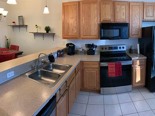2 MASTER SUITES close to North Florida Regional Med , UF Health and Oaks Mall!!!