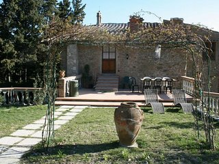 Chianti castle Lodging 10p, stunning apartment with private garden and terrace
