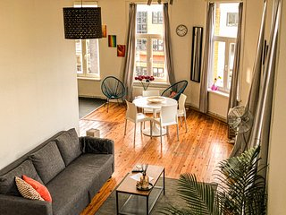 Supercosy Apartment Antwerp Theaterplein with view