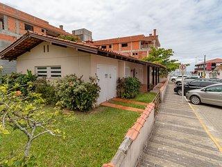 Aluguel Casa 3 quartos a 50 metros do mar Bombas SC