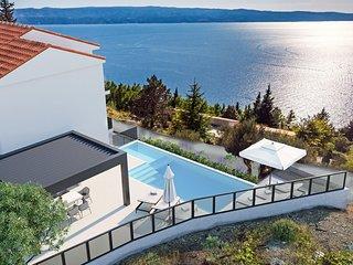 NEW Villa Belvedere with heated pool, 4 bedrooms, 4 bathrooms, billiards